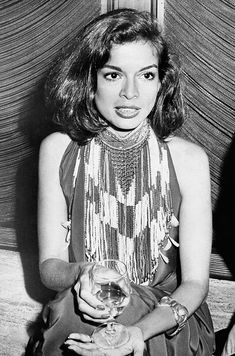 icons Marrying extravagant couture pieces with classic hollywood glamour, icon Bianca Jagger knew how to make a statement with every look. Bianca Jagger, Mick Jagger, Charlotte Rampling, 70s Icons, Style Icons, 70s Fashion, Vintage Fashion, Fashion Outfits, Disco Fashion