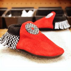 Custom Shoe of the Week: Child Moccasins in red, black and star fringe! Custom Leather, Suede Leather, Leather Shoes, Design Your Own Shoes, Barefoot Running Shoes, Baby Moccasins, Childrens Shoes, Custom Shoes, Comfortable Shoes