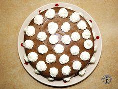 Karobos krémmel töltött torta