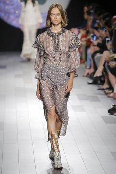 a16f2512a1d Anna Sui Spring 2018 Ready-to-Wear Collection Photos - Vogue Fashion Show  Collection