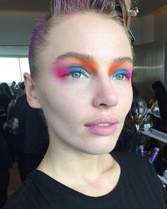 Este es el LOOK!!!! El primer desfile de Fashion Week New York AW17 ! Bloques de colores en acuarela muy tenues y difuminados ,!con golpes de colores vibrantes que hacen el deslave perfecto!! Este fue el look para @hayleyelsaesser ejecutado por mí y diseñado por @melissagibsonmua #macbackstage #macnationalartist #mexico #maccosmetics Beauty Shoot, Makeup Forever, Beauty Makeup, Carnival, Cosmetics, Face, Instagram Posts, Vibrant Colors, Watercolor Painting
