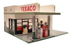 Custom City Vintage Gas Station Model built by ABSDistributors Lego Pictures, Lego Construction, Lego Photo, Lego Modular, Cool Lego Creations, Lego Worlds, Texaco, Custom Lego, Modular Design