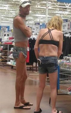 Walmart Meme, Meanwhile In Walmart, Weird People At Walmart, Funny Walmart Pictures, Walmart Shoppers, Only At Walmart, Funny Photos Of People, Funny Fashion, People Shopping