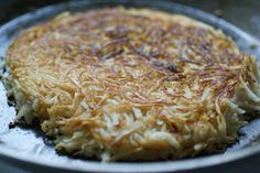Celery Root Rösti (Hash Browns) - celery roots, coconut oil/ghee/lard (to pan fry), salt & pepper, topping of choice Dairy Free Keto Recipes, Ketogenic Recipes, Low Carb Recipes, Breakfast Time, Breakfast Recipes, Paleo Breakfast, A Food, Food And Drink, Celeriac