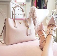 Prada Rules With Valentino Shoes / Only Me 💋💚💟💖✌✔👌💙💚 xoxo Prada Handbags, Purses And Handbags, Ladies Handbags, Cheap Handbags, Prada Purses, Stylish Handbags, Dior Purses, Cheap Purses, Cute Purses