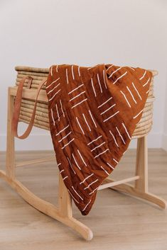 Mustard Mudcloth Muslin Quilt Upcycle a Moses basket with leather handles Muslin Swaddle Blanket, Muslin Blankets, Warm Blankets, Baby Swaddle, Boho Nursery, Nursery Room, Girl Nursery, Baby Room, Nursery Decor