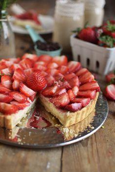 Erdbeertorte mit Cheesecake Swirl - Strawberry Cake with Cheesecake filling and strawberry Sauce (13)