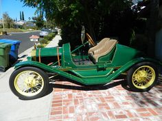 Model T Speedster   ===>  https://de.pinterest.com/pin/166140673728814443/