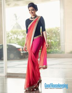 Latest Blouse Designs 2019 - Designer Blouses Design Photos Find variety of latest blouse designs 2019 photos for bride & women at Shaadidukaan. Here you will get large collection of designer blouses you have never seen before. Choli Designs, Pattu Saree Blouse Designs, Saree Wearing Styles, Saree Styles, Blouse Back Neck Designs, Sari Bluse, Indische Sarees, Sari Design, Saree Trends