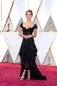 Oscars 2017: La elegancia de la alfombra roja - Alicia Vikander