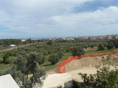13-64 € 140.000,00 #annunciimmobiliari #vendita #forsale #terrenoinvendita #landforsale Italia Abruzzo #Pescara San Silvestro mq 400, edificabile.