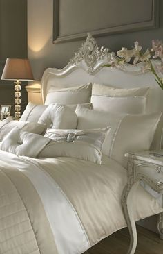 Elegant White and Cream Bedroom Inspiration #VintageStorehouseStyle #BedroomInspiration
