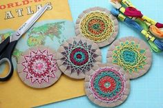 DIY mandala ornaments (using cardboard & embroidery string) Art For Kids, Crafts For Kids, Arts And Crafts, Weaving Projects, Art Projects, Yarn Crafts, Paper Crafts, Spirograph, Math Art