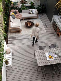 terrassen ideen graue holzdielen offene feuerstelle lounge essbereich