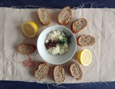 roasted grape + ricotta crostini: a perfect (and easy!) little Valentine's Day appetizer