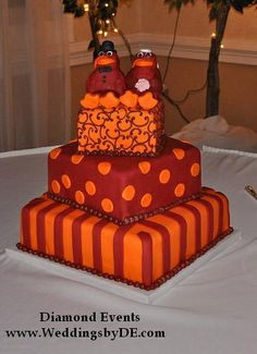 I love this cake.  If those were going to be my colors, I would want a cake just like it at my wedding!