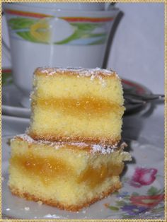 Quadrati soffici farciti con confettura di pesche e zenzero (Cake stuffed with peach jam and ginger)