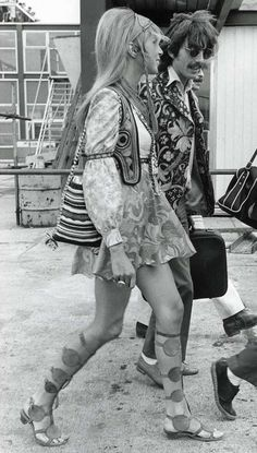 Hippies: Pattie Boyd and George Harrison 70s Inspired Fashion, 60s And 70s Fashion, Retro Fashion, Boho Fashion, Vintage Fashion, 1960s Fashion Hippie, Hijab Fashion, Spring Fashion, Fashion Tips