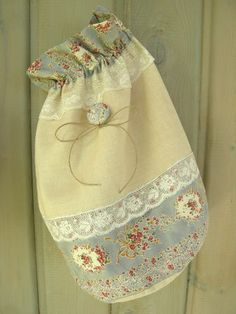 Creation Couture, Patchwork Bags, Fabric Bags, Cloth Bags, Quilting Projects, Cosmetic Bag, Creations, Pouch, Diy Crafts