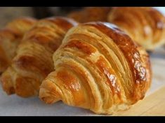 Buttery, flaky croissant perfection that you can make at home. Amaze yourself with these easy and delicious homemade croissants. Homemade Croissants, Homemade Breads, Bread Recipes, Cooking Recipes, Bread Bun, Bread Rolls, Best Food Ever, Cookies Et Biscuits, Bakery