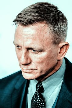 Absolutely Obsessed With Daniel Craig — swing-of-things: Daniel Craig Daniel Craig Bond, Daniel Craig James Bond, Rachel Weisz, Daniel Graig, James Bond Style, Best Bond, Mcqueen, Hollywood Actor, Haircuts For Men