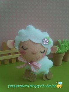Lamb very cute! Sheep Crafts, Felt Crafts, Easter Projects, Easter Crafts, Sheep Logo, Felt Animal Patterns, Sewing Stuffed Animals, Felt Mouse, Felt Birds