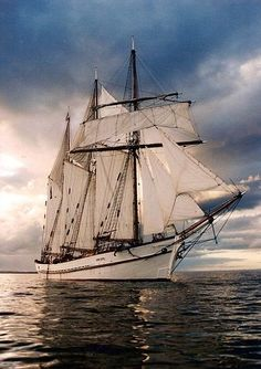 The Australian ALMA DOEPEL is a three-masted topsail schooner launched in 1903. Marynistyka.org, Marynistyka.pl, Sklep.marynistyka.org