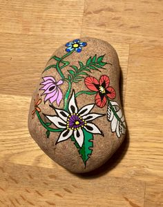 Sten Pebble Painting, Love Painting, Pebble Art, Rock Flowers, Simple Flowers, Beard Designs, Weird Shapes, Beautiful Rocks, Rock Design