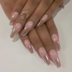 Pinterest: @pizzarih Would reverse the fade. Pink at tips & Rose gold Chrome at base