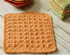 Textured dishcloth with free pattern.