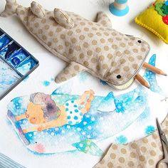 久々のチクチクタイム。楽しい✂️ お魚の中でジンベエザメが一番のお気に入りなおチビに、あり合わせの布でこんな筆箱を作ってみました。お口がチャックのジンベエくん✏️ Out of all the fish, My son like whale sharks the best. I made him a new pencil pouch✏️ . #スケッチ #水彩 #イラスト #sketch #painting #drawing #illustration #watercolor #cute #kawaii #whaleshark #pencilbox #swim #shark #fish #craft #stationary #summer #porch #handmade #sewing #ジンベエザメ #筆箱 #ハンドメイド #文房具 #サメ #水泳 #水玉 #美ら海 #魚