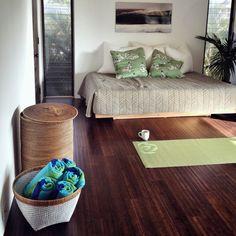 Beautiful, zen yoga room inspiration for the second bedroom. Yoga Bedroom, Home Yoga Room, Yoga Studio Home, Zen Room, Meditation Corner, Meditation Rooms, Relaxation Room, Yoga Meditation, Living Spaces