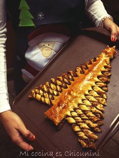 My kitchen is Chicunini: Christmas tree pastry and chocolate (Note: nice idea, maybe with normal bread dough too?)