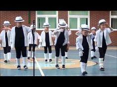 """Taniec do utworu """"Wymarzona"""" w wykonaniu sześciolatków - Dzień Babci i Dziadka - YouTube Baile Hip Hop, End Of School Year, Senior Fitness, Stage Decorations, Lets Dance, Zumba, At Home Workouts, Kindergarten, Preschool"""