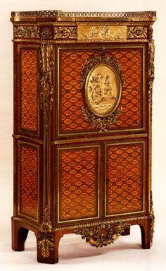 Mueble que encargo Maria Antonieta a Reisener para el Petit Trianon en 1783