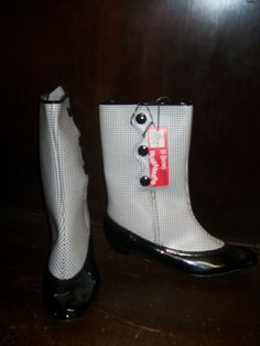 Rare NBC-TV HULLABALOO Go Go Boots Mod 2 two tone with original tag and box British Invasion rock n roll collectible. $495,00, via Etsy. Sock Shoes, Shoe Boots, All Tomorrow's Parties, Nbc Tv, British Invasion, Antique Clothing, Slipper Socks, Rock N Roll, Converse Chuck Taylor
