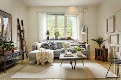 styl skandynawski, vintage, dodatki, dekoracje, ramki, drabina, skrzynka, IKEA, salon, kanapa, plakat, lampa, stolik