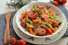 salata de paste Paste, Lidl, Food And Drink, Salad, Avocado, Ethnic Recipes, Diet, Banana, Lawyer