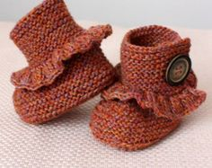 knitting pattern pdf file Acorn Baby Booties by loasidellamaglia