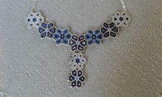 un petit collier fleurs bleues #bijoux #jewels…