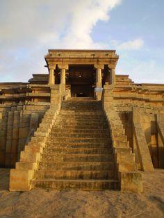India! Beautiful temple close to Bangalore - Magic moment!