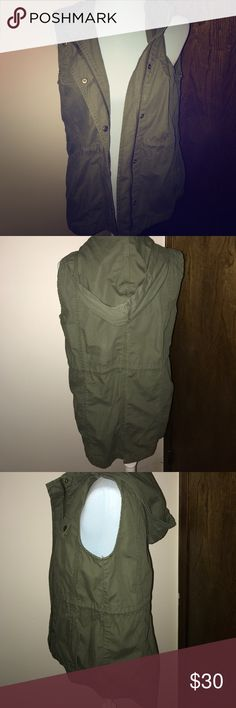 Gap cargo vest Cargo vest w/ zipper and hoodie. Can tighten in the middle with drawstring. GAP Jackets & Coats Vests