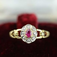 Very nice old Daisy ring (from the 50's) in solid gold and set with 750 rubies or natural diamonds 18k gold 18k gold 18k gold 750/1000