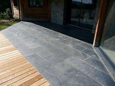 Terrasse en pierres naturelles (Ardoise) et bois (Mélèze)