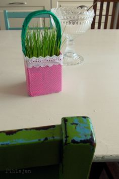 easter crafts for toddlers Easter Crafts For Toddlers, Toddler Crafts, Diy Ostern, Easter Art, Origami, Diy And Crafts, Glass Vase, Projects To Try, School