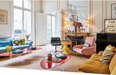 Colorful Paris home of an art director Colombe Campana is rather an extraordinary person, as everyone who works in the fashion industry. A graduate from [. Home Living Room, Living Room Designs, Living Room Decor, Style At Home, Deco Design, Design Moderne, Design Design, Graphic Design, Home Fashion