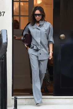 Victoria Beckham Gives the Classic Uniform a Posh Makeover - The English designer, Victoria Beckham, stepped out in slick, tailored separates fit for the boardr - Vic Beckham, Beckham Suit, Victoria Beckham News, Victoria Beckham Outfits, Victoria Beckham Fashion, Business Outfit Damen, Victoria Fashion, Celebrity Style Inspiration, Monochrome Fashion