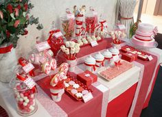 Christmas Buffet, Christmas Brunch, Christmas Candy, Christmas Desserts, Xmas Party, Christmas Deco, Dessert Bars, Dessert Table, Red Candy Buffet