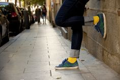 Calcetines amarillos Lemon Obsession by Lemonade Attack - yellow socks by Lemonade Attack  http://www.lepetitshowroom.es/wp-content/uploads/2014/05/Le_petit_Showroom_Lemonade_02.jpg