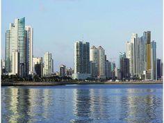 Una vista de la ciudad de Panamá desde la bahía.